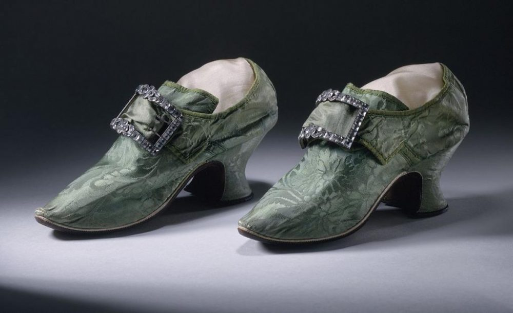 Как правильно писать: туфель или туфлей? Как правильно: без туфель или без туфлей