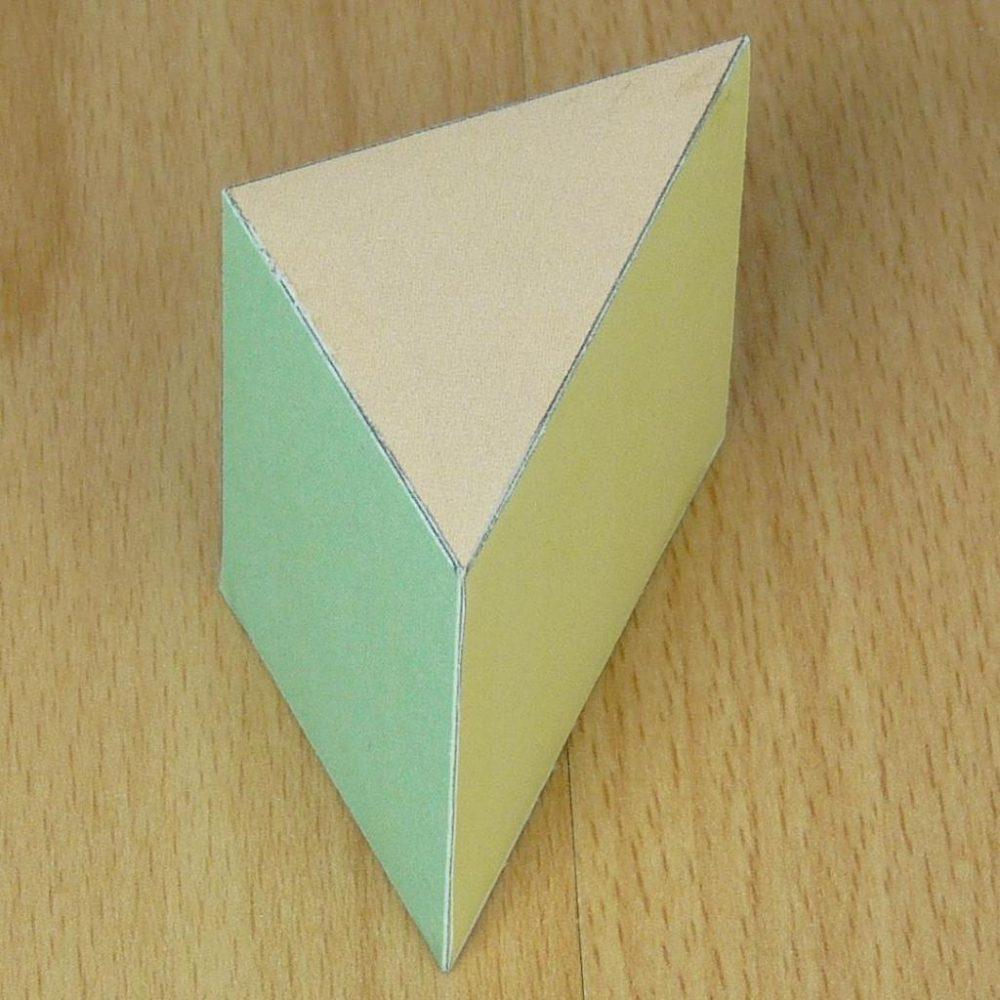 Правильная треугольная призма, развертка ее и площадь поверхности