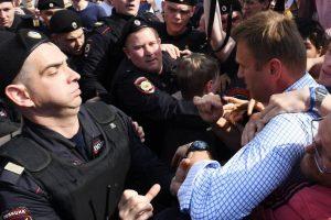 На сколько могут задержать в полиции: порядок и причины задержания, сроки, советы юристов