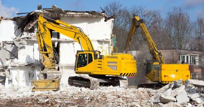 Снос самовольной постройки: что считается самовольной постройкой, принятие решения о сносе, советы юристов