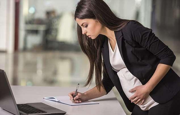 Уход в декрет с декретного места работы: особенности и выплаты