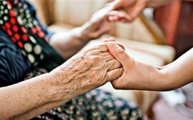 Уход за пенсионером после 80 лет: документы, условия оформления